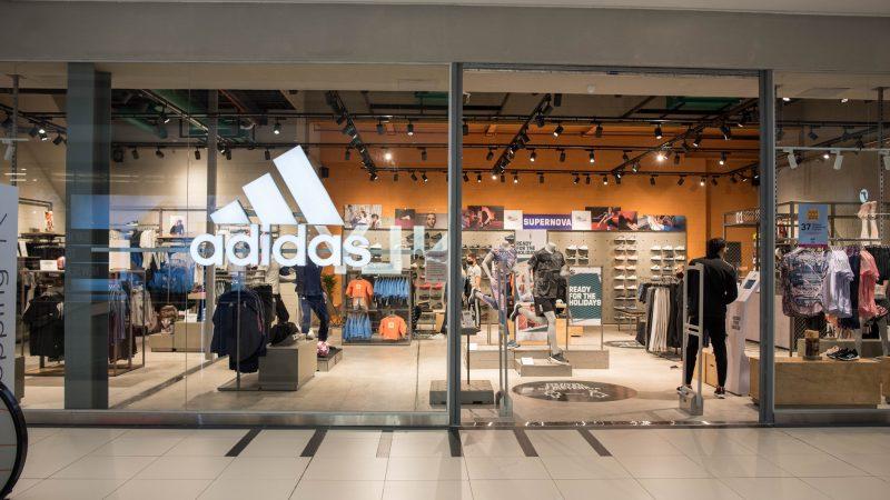 adidas inauguró su nuevo local en Tres Cruces Shopping La marca festejó su apertura con importantes descuentos