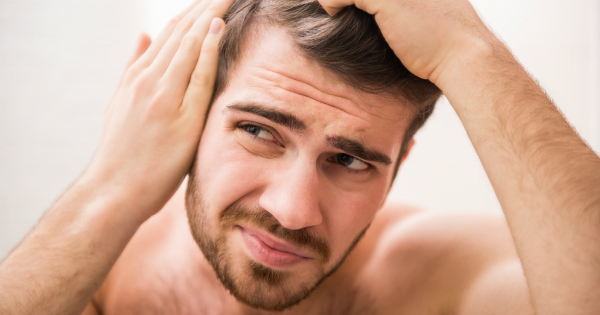 El 50% de los hombres mayores de 50 años sufre la caída del cabello